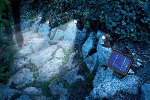 Solární LED osvětlení zahradního chodníku