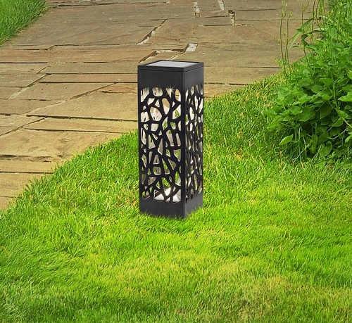 Solární LED lampička pro zapíchnutí do trávníku