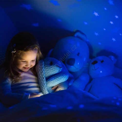 LED projektová lampička pro lepší usínání dítěte