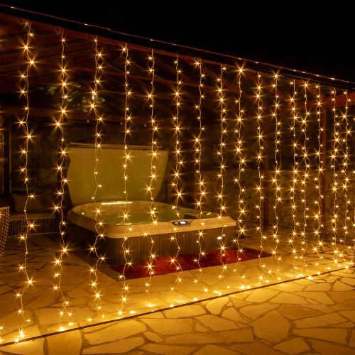 vánoční světelný závěs s teple bílým světlem