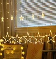 Působivé vánoční osvětlení v podobě hvězd