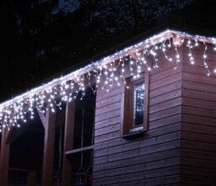 Vánoční řetěz v podobě světelného deště - 10 m, 400 LED, studeně bílý