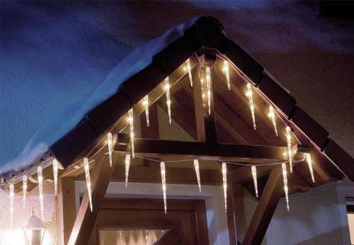 Velké svítící rampouchy pro svěšení se střechy